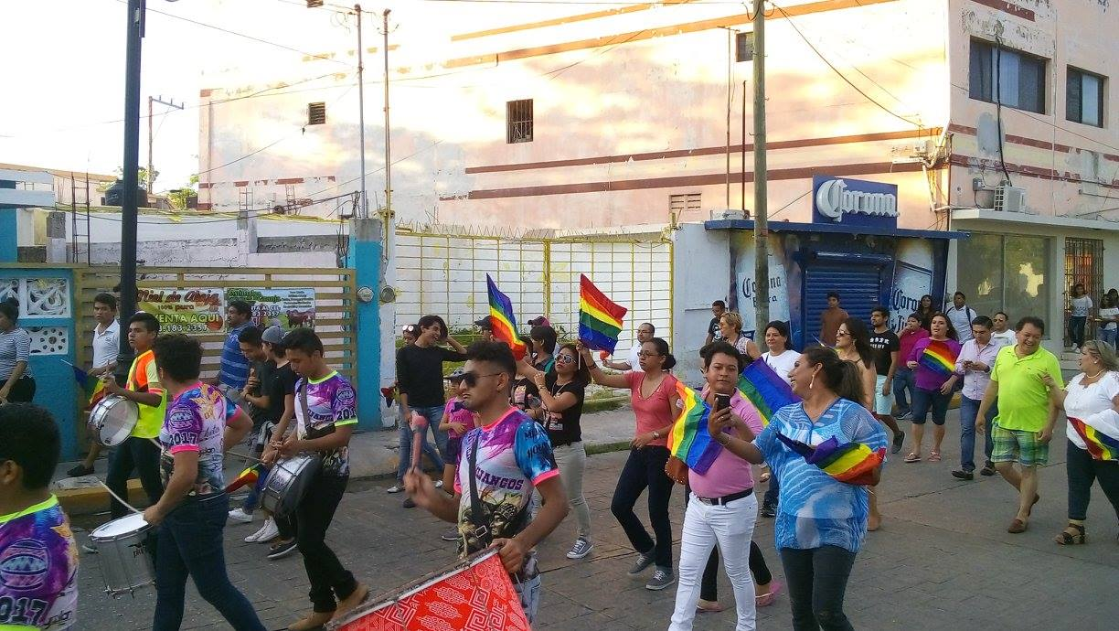 ciudad del carmen lesbian singles Playa del carmen is a gay friendly destination with many gay bars, hotels and  clubs  there are many gay couples and singles that stay at this upscale resort.